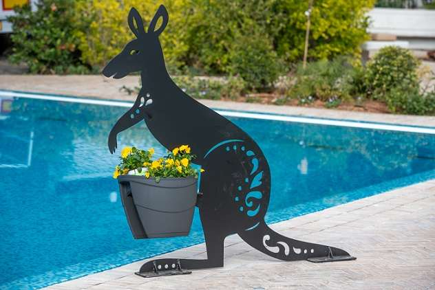 קנגורו -פסל פורח לגינה