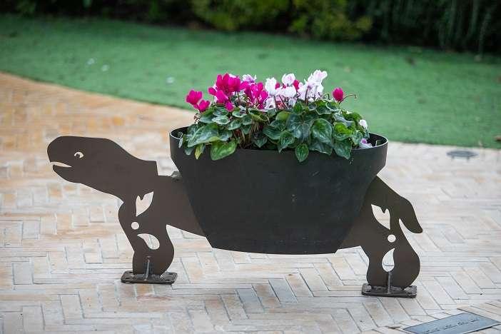 צב -פסל פורח לגינה
