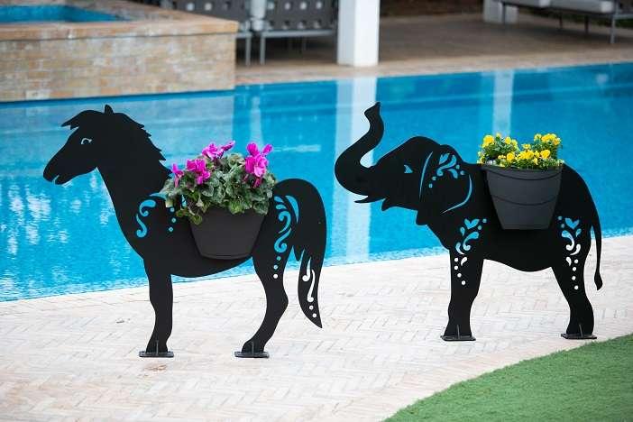 פיל -פסל פורח לגינה